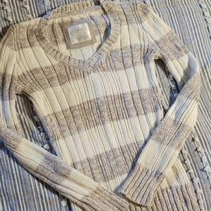 🐺 Long sleeved V-neck sweater